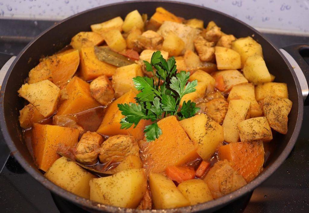 мясо с тыквой и картофелем